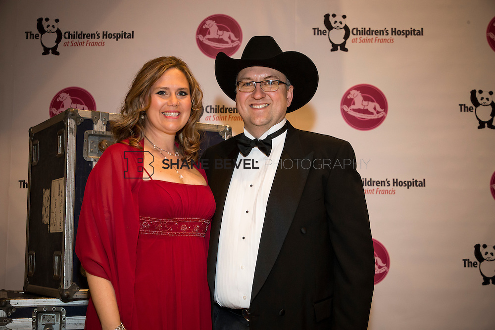 11/1/13 6:58:03 PM --- 2013 Painted Pony Ball for The Children's Hospital at Saint Francis with Chris Young and Dwight Yoakam. <br /> <br /> Photo by Shane Bevel