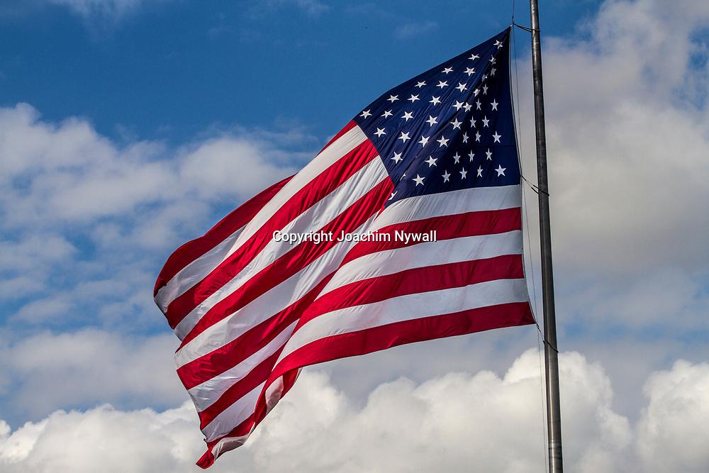 20151120 FT Myers Beach<br /> Florida USA <br /> Amerikanska flaggan <br /> Stars and Stripes eller Star sprangled banner eller stj&auml;rnbanneret<br /> <br /> FOTO : JOACHIM NYWALL KOD 0708840825_1<br /> COPYRIGHT JOACHIM NYWALL<br /> <br /> ***BETALBILD***<br /> Redovisas till <br /> NYWALL MEDIA AB<br /> Strandgatan 30<br /> 461 31 Trollh&auml;ttan<br /> Prislista enl BLF , om inget annat avtalas.