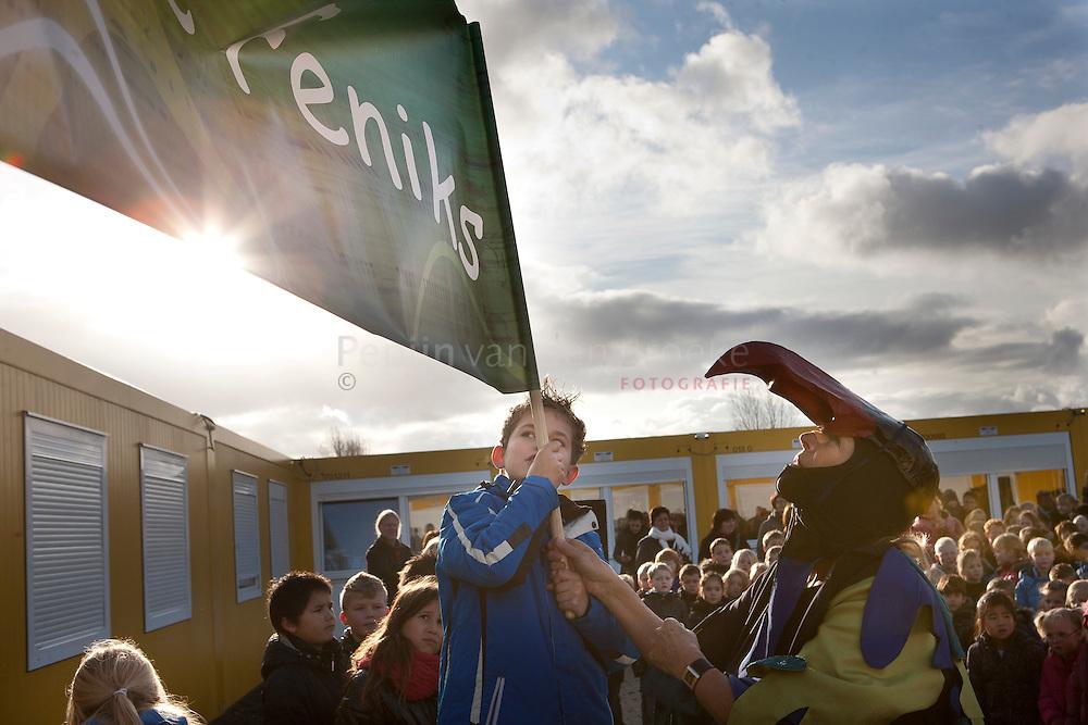 Onthulling nieuwe naam basisschool De Vlint Gravenburg: de Feniks (vuurvogel). foto: Pepijn van den Broeke. kilometers: 17