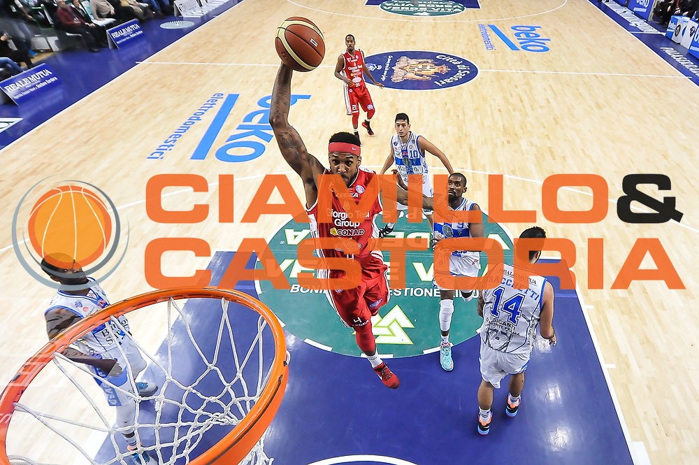 DESCRIZIONE : Campionato 2014/15 Dinamo Banco di Sardegna Sassari - Giorgio Tesi Group Pistoia<br /> GIOCATORE : Gilbert Brown<br /> CATEGORIA : Schiacciata Sequenza Special<br /> SQUADRA : Giorgio Tesi Group Pistoia<br /> EVENTO : LegaBasket Serie A Beko 2014/2015<br /> GARA : Dinamo Banco di Sardegna Sassari - Giorgio Tesi Group Pistoia<br /> DATA : 01/02/2015<br /> SPORT : Pallacanestro <br /> AUTORE : Agenzia Ciamillo-Castoria / Luigi Canu<br /> Galleria : LegaBasket Serie A Beko 2014/2015<br /> Fotonotizia : Campionato 2014/15 Dinamo Banco di Sardegna Sassari - Giorgio Tesi Group Pistoia<br /> Predefinita :