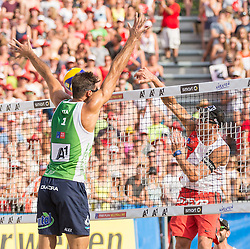 01.08.2015, Strandbad, Klagenfurt, AUT, A1 Beachvolleyball EM 2015, Viertelfinale Herren, im Bild links Enrico Rossi 1 ITA, rechts Alexander Horst 2 AUT// during Quarter Final Men, of the A1 Beachvolleyball European Championship at the Strandbad Klagenfurt, Austria on 2015/87/01. EXPA Pictures © 2015, EXPA Pictures © 2015, PhotoCredit: EXPA/ Mag. Gert Steinthaler