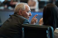 31 MAR 2014, BERLIN/GERMANY:<br /> Wolfgang Schaeuble, CDU, Bundesfinanzminister, im Gespraech mit Jugendlichen am EU-Projekttag, Europasaal, Detlev-Rohwedder-Haus, Bundesministerium der Finanzen<br /> IMAGE: 20140331-01-051<br /> KEYWORDS: Wolfgang Schäuble, Jugend, Jugendliche, Gespräch