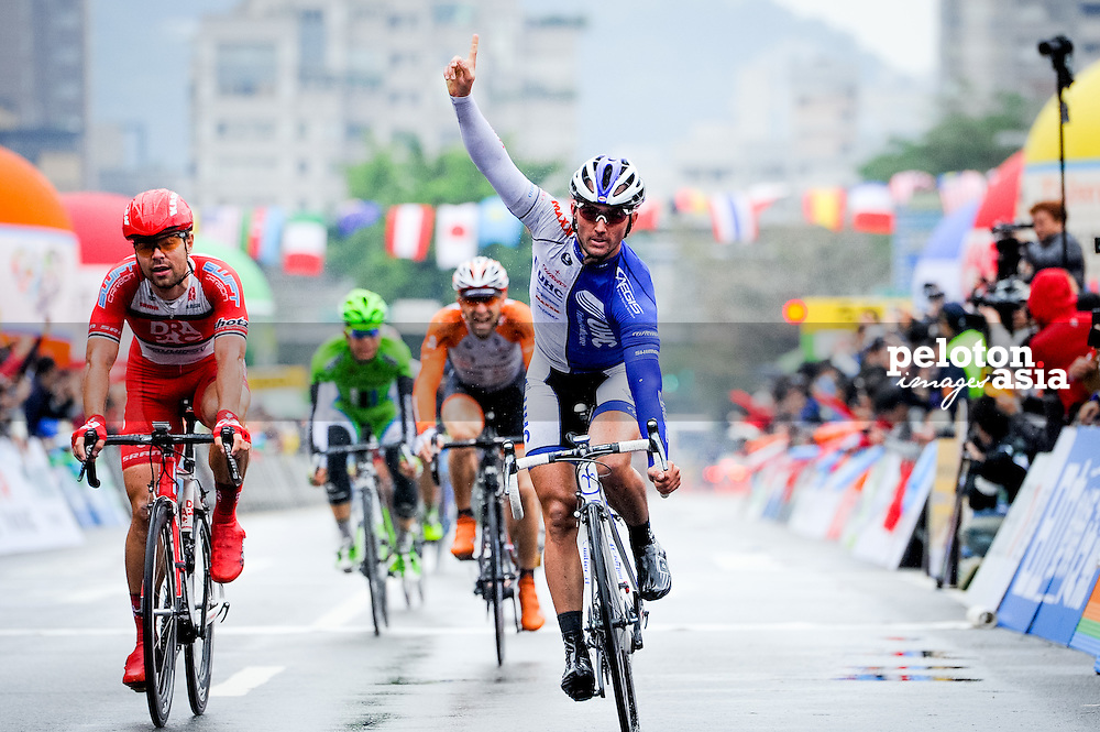 2014 Tour de Taiwan / stage1 / Taiwan / KEOUGH Luke (USA) / UnitedHealthcare / WIPPERT Wouter (NED) / Drapac Professional Cycling / sprint /rain