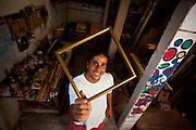 Vila Velha_ES, Brasil...Artesao e montador de exposicoes, beneficiado por projetos sociais...An artisan, He is  benefit by the social programs...Foto: LEO DRUMOND / NITRO