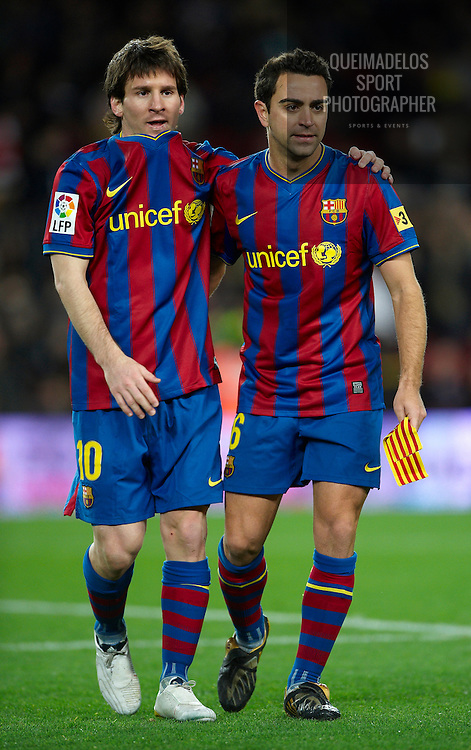 BARCELONA, SPAIN - FEBRUARY 06: Lionel Messi of FC Barcelona embrance his team mate Xavi Hernandez after the La Liga match between Barcelona and Getafe at Camp Nou on February 6, 2010 in Barcelona, Spain. Barcelona won 2-1. (Photo by Manuel Queimadelos Alonso/Getty Images) *** Local Caption *** Lionel Messi, Xavi Herrnandez