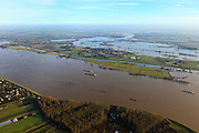 Nederland, Gelderland, Gemeente Maasdriel, 10-01-2011. .Heerewaarden bij hoogwater, waar Maas en Waal (voorgrond) elkaar bijna raken, gescheiden door een engte, verbonden door het kanaal van Sint Andries (oud fort)..Heerewaarden at high tide, where the river Maas (Meuse) and Waal (foreground) almost touch, divided bij a isthmus, connected by the canal gof St. Andries. ..luchtfoto (toeslag), aerial photo (additional fee required).foto/photo Siebe Swart