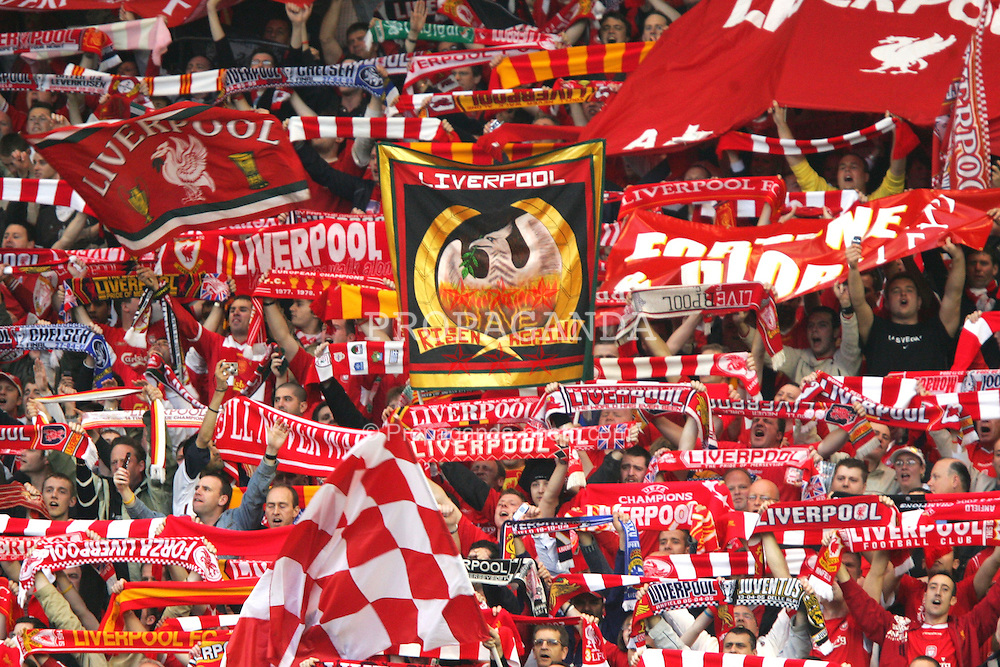 "LIVERPOOL, ENGLAND. TUESDAY, MAY 3rd, 2005: Liverpool supporters on the Spion Kop sing ""You'll never walk alone"" before before the UEFA Champions League Semi Final 2nd Leg against Chelsea at Anfield. (Pic by David Rawcliffe/Propaganda)"