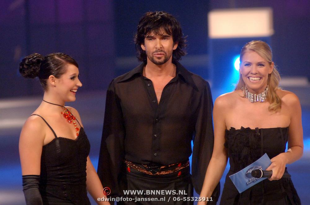 NLD/Hilversum/20060818 - Opname RTL Sterren Dansen op het IJs, Mari van de Ven met schaatspartner Amanda Jane Galloway