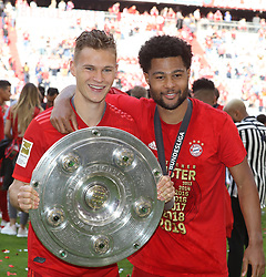 18.05.2019, Allianz Arena, Muenchen, GER, 1. FBL, FC Bayern Muenchen vs Eintracht Frankfurt, 34. Runde, Meisterfeier nach Spielende, im Bild Joshua Kimmich und Serge Gnabry mit Meisterschale // during the celebration after winning the championship of German Bundesliga season 2018/2019. Allianz Arena in Munich, Germany on 2019/05/18. EXPA Pictures © 2019, PhotoCredit: EXPA/ SM<br /> <br /> *****ATTENTION - OUT of GER*****