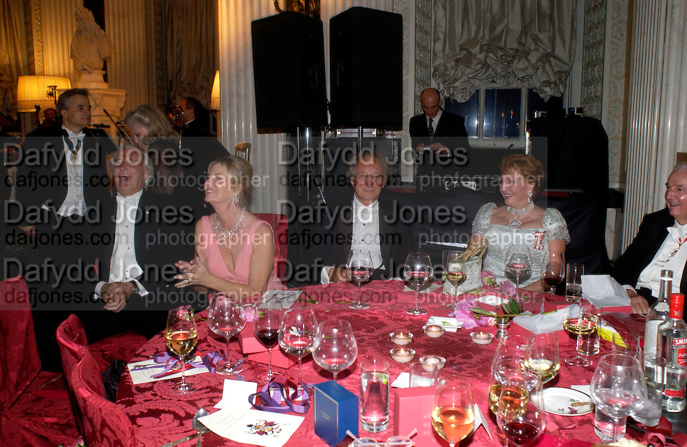 Galen and Hillary Weston and Sir Mark Weinberg, Ball at Blenheim Palace in aid of the Red Cross, Woodstock, 26 June 2004. SUPPLIED FOR ONE-TIME USE ONLY-DO NOT ARCHIVE. © Copyright Photograph by Dafydd Jones 66 Stockwell Park Rd. London SW9 0DA Tel 020 7733 0108 www.dafjones.com