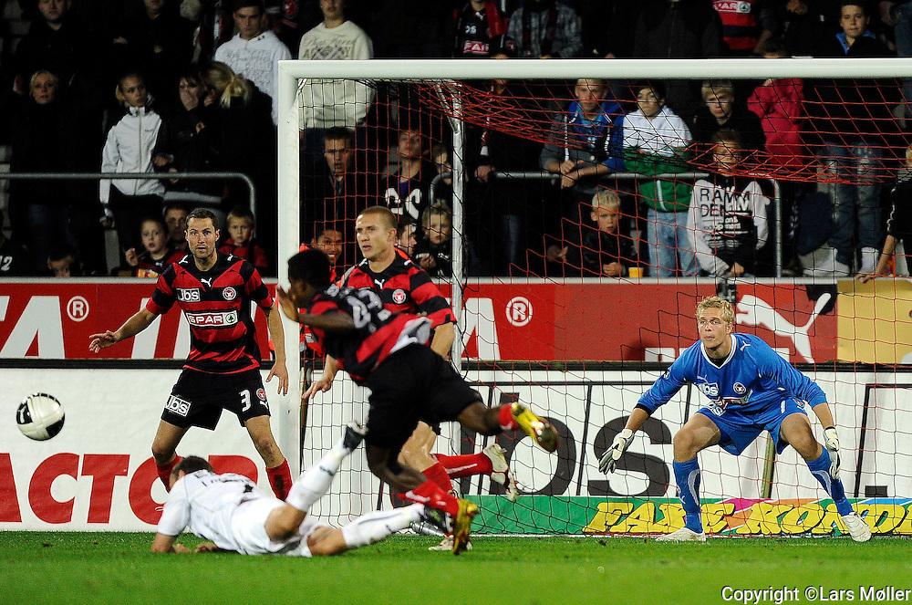 DK:<br /> 20100913, Herning, Danmark:<br /> Fodbold Superliga FC Midtjylland - Randers FC: <br /> Straffespark til Randers<br /> Foto: Lars M&oslash;ller<br /> UK: <br /> 20100913, Herning, Danmark:<br /> Football Superleague FC Midtjylland - Randers FC: <br /> Straffespark til Randers<br /> Photo: Lars Moeller