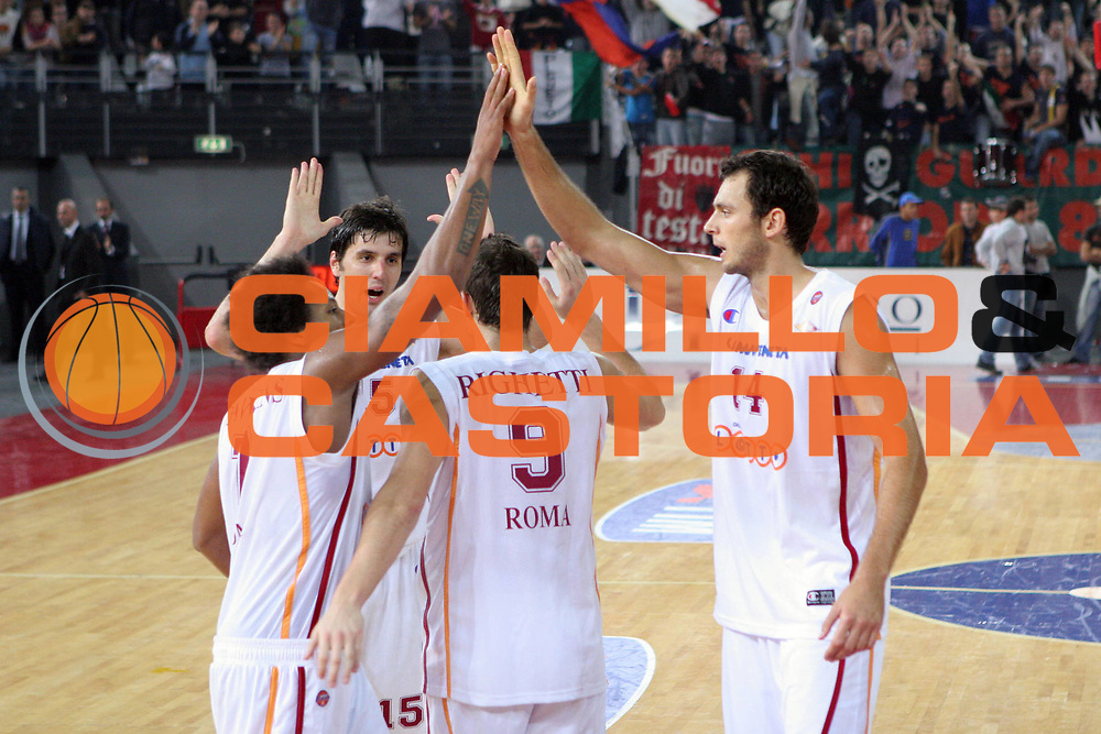 DESCRIZIONE : CITTA CAMPIONATO LEGA A1 2005-2006 <br /> GIOCATORE : TEAM VIRTUS ROMA <br /> SQUADRA : VIRTUS ROMA <br /> EVENTO : CAMPIONATO LEGA A1 2005-2006 <br /> GARA : VIRTUS ROMA-VIRTUS BOLOGNA <br /> DATA : 27/10/2005 <br /> CATEGORIA : Esultanza <br /> SPORT : Pallacanestro <br /> AUTORE : Agenzia Ciamillo-Castoria/M.Cacciaguerra