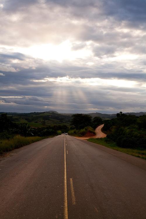 Muzambinho_MG, Brasil...BR 491 em Muzambinho...BR 491 in Muzambinho...Foto: LEO DRUMOND / NITRO