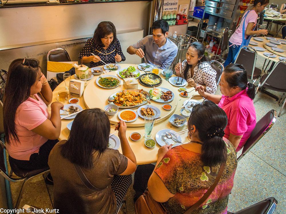 15 JULY 2014 - BANGKOK, THAILAND:   Diners at Sornthong Seafood Restaurant on Rama IV in Bangkok. Sornthong Seafood is a Thai-Chinese style restaurant.    PHOTO BY JACK KURTZ