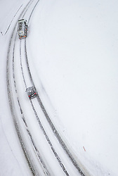 THEMENBILD - Fahrzeuge fahren auf Schneefahrbahn der Glemmerstrasse, aufgenommen am 09. Jaenner 2019 in Saalbach, Oesterreich //  cars drives on the Glemmerstrasse covered with snow, Saalbach, Austria on 2019/01/09. EXPA Pictures © 2019, PhotoCredit: EXPA/ JFK