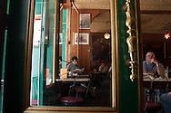 New York, West village. cafe reggio, italian bar /  cafe reggio dans le west village  Manhattan, New York - Etats-unis