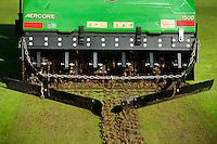TEXEL- Cocksdorp-TEXELSE GOLF. Greenkeeper aan het werk. Onderhoud van de baan. beluchten van de green. COPYRIGHT KOEN SUYK