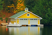 COTTAGES & BOATHOUSES