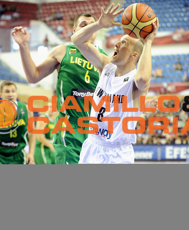 DESCRIZIONE : Championnat Du Monde 2010 Turquie Izmir Tour Preliminaire <br /> GIOCATORE : Jones Phill<br /> SQUADRA : Nouvelle Zelande<br /> EVENTO : Championnat du monde 2010<br /> GARA : Nouvelle Zelande Lithuanie<br /> DATA : 28/08/2010<br /> CATEGORIA : Basketball Action Homme<br /> SPORT : Basketball<br /> AUTORE : JF Molliere FFBB par Agenzia Ciamillo-Castoria <br /> Galleria : France Basket Championnat du monde 2010<br /> Fotonotizia : Championnat du monde Turquie Izmir Tour Preliminaire Jour 1 <br /> Predefinita :
