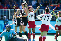 ANTWERP -    Akiko Kato (m) has scored 0-1 for Japan during  the quaterfinal hockeymatch   New Zealand vs Japan (5-1).  left NZ goalkeeper Sally  Rutherford . WSP COPYRIGHT KOEN SUYK