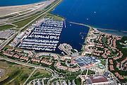 Nederland, Zuid-Holland, Ouddorp, 12-06-2009; Port Zelande recreatiecentrum en vakantiepark met vakantiebungalows, jachthaven, overdekt winkelcentrum, zwembad. Het complex ligt op Middelplaat in het Grevelingenmeer,  aan de Brouwerdam Swart collectie, luchtfoto (25 procent toeslag); Swart Collection, aerial photo (additional fee required); .foto Siebe Swart / photo Siebe Swart