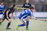 UTRECHT- Hockey -  Robbert Kemperman van Kampong  ,  tijdens de hoofdklasse competitiewedstrijd tussen de mannen van Kampong en HGC (2-1).   links Tom Hiebendaal van HGC . COPYRIGHT KOEN SUYK