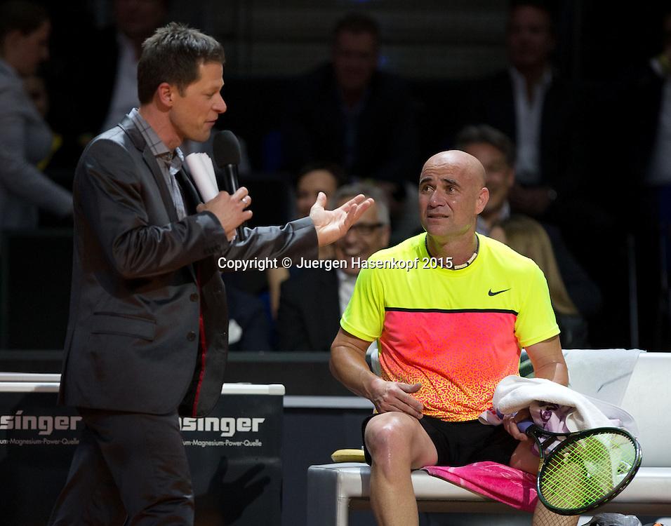 Schaukampf Andre Agassi und Thomas Muster,Moderator Sascha Bandermann spricht mit Andre w&auml;hrend der Spielpause.<br /> <br /> Tennis - Porsche Grand Prix - WTA -   - Stuttgart -  - Germany  - 20 April 2015. <br /> &copy; Juergen Hasenkopf