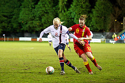 NEWTOWN, WALES - Friday, February 1, 2013: Wales' Samanthan Quayle in action against Norway's Guro Bergsvand during the Women's Under-19 International Friendly match at Latham Park. (Pic by David Rawcliffe/Propaganda)