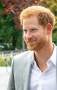 Prins Harry voor een kort bezoek in Amsterdam. De hertog van Sussex arriveerde om 09.15 uur uur bij de A'DAM Toren in de hoofdstad om een nieuw project te lanceren.<br /> <br /> Prince Harry for a short visit to Amsterdam. The duke of Sussex arrived at 9.15 am at the A'DAM Tower in the capital to launch a new project.