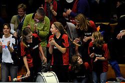 14-11-2009 VOLLEYBAL: TVC AMSTELVEEN - HEUTINK POLLUX: AMSTELVEEN <br /> Publiek support voor Pollux<br /> ©2009-WWW.FOTOHOOGENDOORN.NL