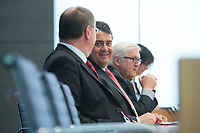 """15 MAY 2012, BERLIN/GERMANY:<br /> Peer Steinbrueck (L), SPD, Bundesminister a.D., Sigmar Gabriel (M), SPD Parteivorsitzender, Frank-Walter Steinmeier (R), SPD Fraktionsvorsitzender, Pressekonferenz zum Thema """" Der Weg aus der Krise – Wachstum und Beschäftigung in Europa"""", Bundespressekonferenz<br /> IMAGE: 20120515-01-044<br /> KEYWORDS: Peer Steinbrück"""