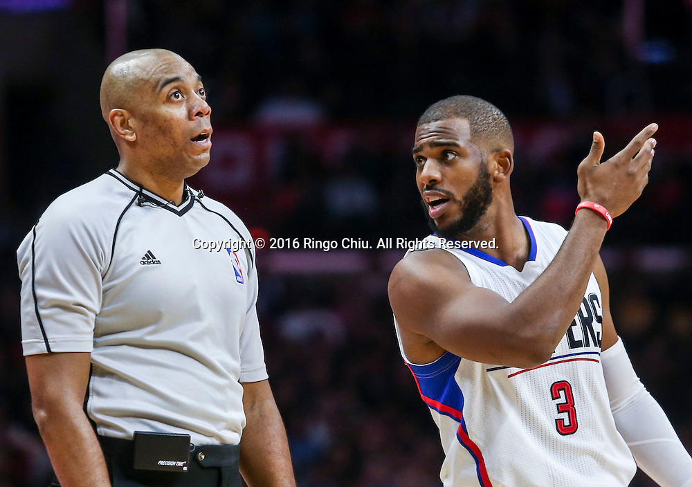Los Angeles Clippers Chris Paul talks to a official during the NBA basketball game against Charlotte Hornets in Los Angeles, the United States, Jan. 9, 2016. Los Angeles Clippers won 97-83. (Xinhua/Zhao Hanrong)(Photo by Ringo Chiu/PHOTOFORMULA.com)<br /> <br /> Usage Notes: This content is intended for editorial use only. For other uses, additional clearances may be required.