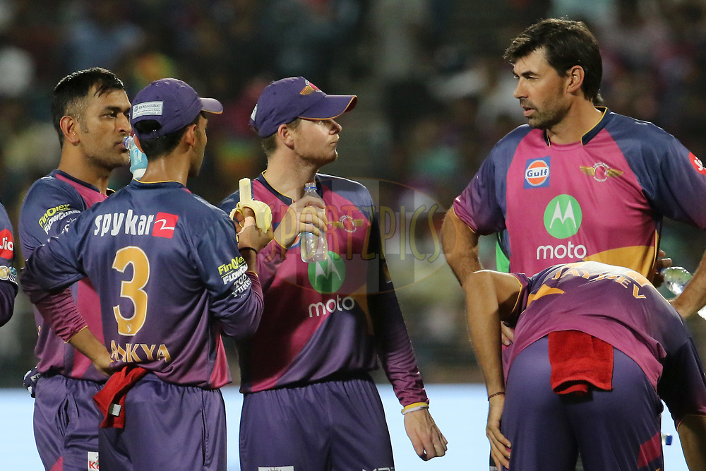Rising Pune Supergiants coach Stephen Fleming speaks with Rising Pune Supergiant captain Steven Smith during the strategic time out of the match 30 of the Vivo 2017 Indian Premier League between the Rising Pune Supergiants and the Kolkata Knight Riders  held at the MCA Pune International Cricket Stadium in Pune, India on the 26th April 2017<br /> <br /> Photo by Vipin Pawar- IPL - Sportzpics