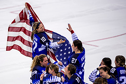 22-02-2018 KOR: Olympic Games day 13, PyeongChang<br /> Final Ice Hockey Canada - USA 2-3 / Team USA viert feest en pakt de gouden medaille, Meghan Duggan #10 of the United States, Hilary Knight #21 of the United States
