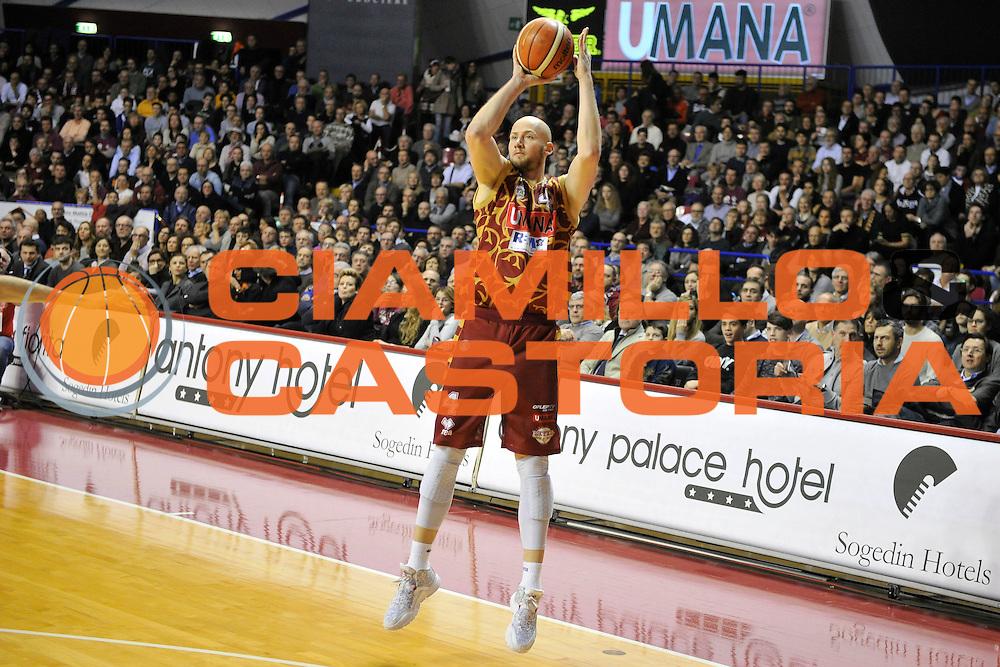 DESCRIZIONE : Venezia Lega A 2015-16 Umana Reyer Venezia - Dolomiti Energia Trentino<br /> GIOCATORE : Hrvoje Peric<br /> CATEGORIA : Tiro Tre Punti Three Point<br /> SQUADRA : Umana Reyer Venezia - Dolomiti Energia Trentino<br /> EVENTO : Campionato Lega A 2015-2016 <br /> GARA : Umana Reyer Venezia - Dolomiti Energia Trentino<br /> DATA : 28/12/2015<br /> SPORT : Pallacanestro <br /> AUTORE : Agenzia Ciamillo-Castoria/M.Gregolin<br /> Galleria : Lega Basket A 2015-2016  <br /> Fotonotizia :  Venezia Lega A 2015-16 Umana Reyer Venezia - Dolomiti Energia Trentino