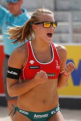 12-06-2012 VOLLEYBAL: WORLD TOUR BEACHVOLLEYBAL SMART GRAND SLAM: ROME <br /> Laura Bloem viert een gewonnen punt<br /> ©2012-FotoHoogendoorn.nl / Pim Waslander