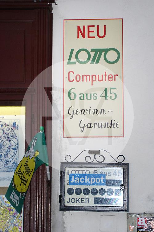 ÖSTERREICH - WIEN - Tafel 'Neu Lotto Computer' - 31. Dezember 2003 © Raphael Hünerfauth - http://huenerfauth.ch