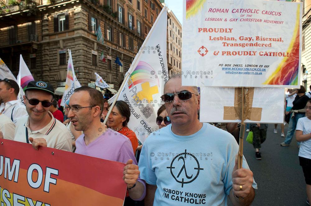 Roma 11 Giugno 2011.EuroPride 2011.La Sfilata del Gay pride, la giornata dell' orgoglio omosessuale per le vie della città.Movimento cristiano lesbico e gay