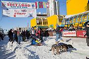 Mats Pettersson och hans hundar vid den ceremoniella starten av 2017 Iditarod, Anchorage, Alaska, USA