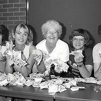 Sheffield WAPC at Labour party local govt conference showing 'fist full of fivers'