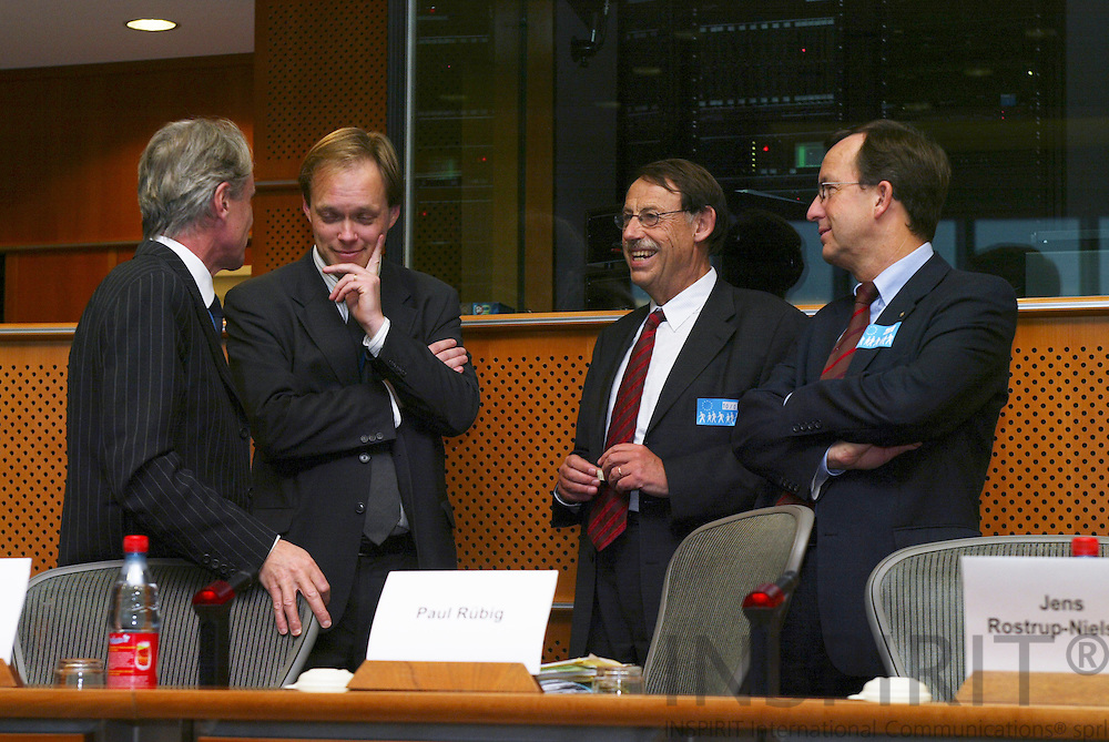 """BRUSSELS - BELGIUM - 10 JANUARY 2006 -- From left .Guy BAIRD, European Investment Bank, Kurt VANDENBERGHE, Deputy head of cabinet of Commissioner Potocnik, Jens ROSTRUP-NIELSEN, Research Director of Haldor Topsøe, and Gerhard RIEMER, Director of the Research and Education department, Federation of Austrian Industry, at panel discussion on FP7: """"Stimulate Innovation and Excellence in the EU"""".  PHOTO: ERIK LUNTANG /"""