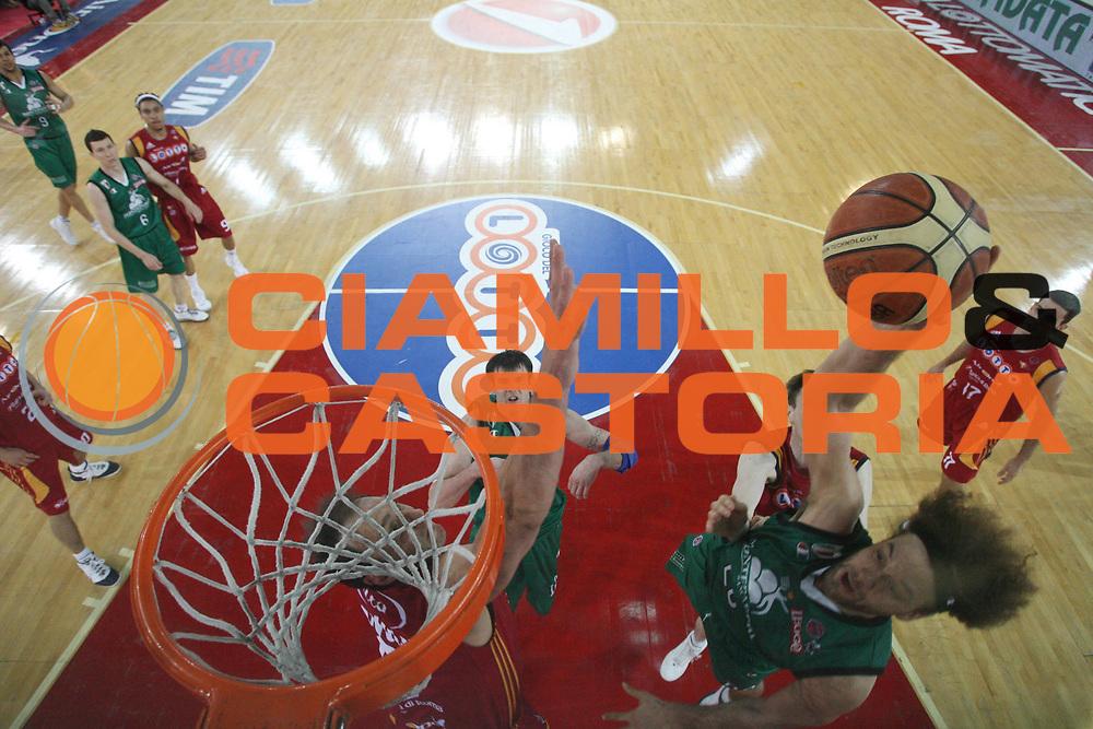 DESCRIZIONE : Roma Lega A1 2007-08 Playoff Finale Gara 3 Lottomatica Virtus Roma Montepaschi Siena <br /> GIOCATORE : Shaun Stonerook <br /> SQUADRA : Lottomatica Virtus Roma <br /> EVENTO : Campionato Lega A1 2007-2008 <br /> GARA : Lottomatica Virtus Roma Montepaschi Siena <br /> DATA : 08/06/2008 <br /> CATEGORIA : Schiacciata Special <br /> SPORT : Pallacanestro <br /> AUTORE : Agenzia Ciamillo-Castoria/G.Ciamillo