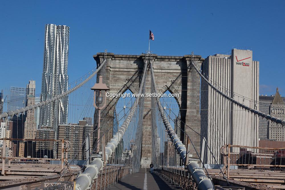 New york  , The Beekman tower new Gehry building under construction in lower Manhattan  area. view from Brooklyn bridge / la nouvelle Tour Beekman de Franck gerry vue depuis le pont de Brooklyn