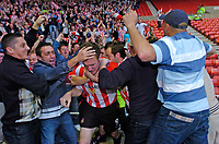 Photo. Jed Wee, Digitalsport<br /> NORWAY ONLY<br /> <br /> Sunderland v Crystal Palace, Nationwide League Division One Playoff Semi-finals Second Leg, 16/05/2004.<br /> Sunderland's Kevin Kyle is mobbed by the fans after scoring.