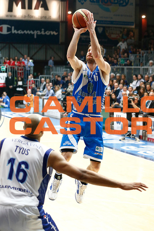 DESCRIZIONE : Cantu Lega A 2012-13 Lenovo Cantu Banco di Sardegna Sassari playoff quarti di finale gara 4<br /> GIOCATORE : Drake Diener<br /> CATEGORIA : Tiro<br /> SQUADRA : Banco di Sardegna Sassari<br /> EVENTO : Campionato Lega A 2012-2013<br /> GARA : Lenovo Cantu Banco di Sardegna Sassari<br /> DATA : 15/05/2013<br /> SPORT : Pallacanestro <br /> AUTORE : Agenzia Ciamillo-Castoria/G.Cottini<br /> Galleria : Lega Basket A 2012-2013  <br /> Fotonotizia : Cantu Lega A 2012-13 Lenovo Cantu Banco di Sardegna Sassari playoff quarti di finale gara 4<br /> Predefinita :