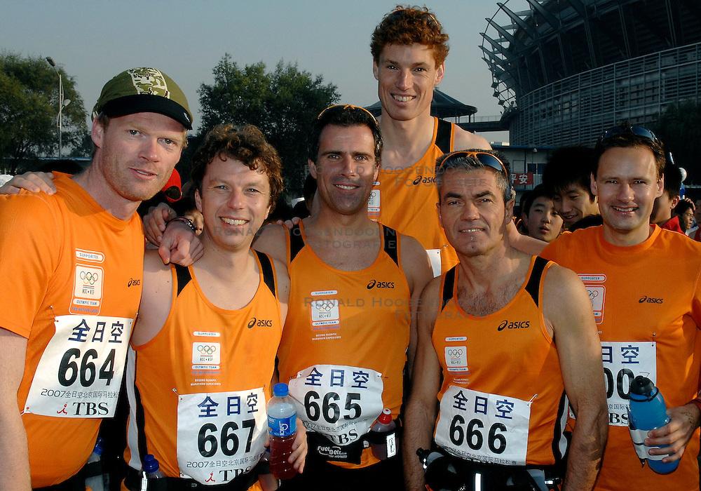 21-10-2007 ATLETIEK: ANA BEIJING MARATHON: BEIJING CHINA<br /> De Beijing Olympic Marathon Experience georganiseerd door NOC NSF en ATP is een groot succes geworden / 664, 665, 666, 667, Bas van de Goor en Stephan Veen Nashuatec<br /> ©2007-WWW.FOTOHOOGENDOORN.NL