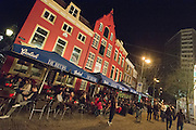 In Utrecht zijn 's avonds de terrassen op de Neude goed gevuld.<br />