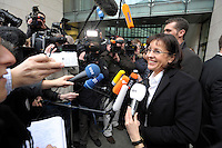 28 JAN 2008, BERLIN/GERMANY:<br /> Andrea Ypsilanti, SPD Landesvorsitzende Hessen, im Gespraech mit Journalisten, auf dem Weg zur SPD Praesidiumssitzung, Willy-Brandt-Haus<br /> IMAGE: 20080128-01-001<br /> KEYWORDS: Präsidium, Sitzung, Mikrofon, microphone, Kamera, Camara