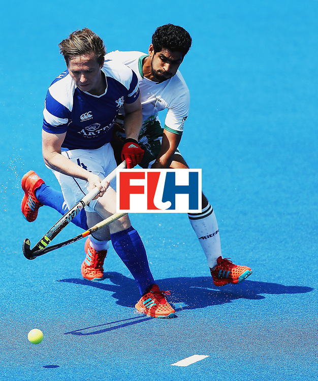 LONDON, ENGLAND - JUNE 19:  David Forsyth of Scotland and Muhammad Arslan Qadir of Pakistan battle for possession during the Pool B match between Scotland and Pakistan on day five of Hero Hockey World League Semi-Final at Lee Valley Hockey and Tennis Centre on June 19, 2017 in London, England.  (Photo by Alex Morton/Getty Images)