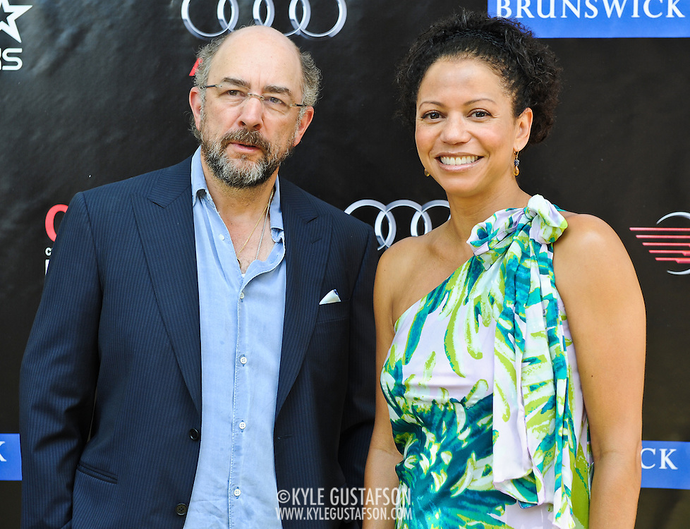 Richard Schiff and Gloria Rueben